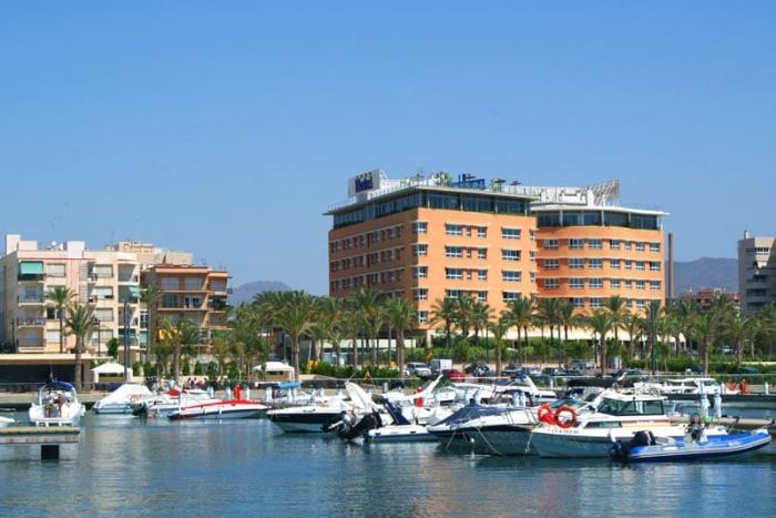 hotel-puerto-juan-montiel-guilas